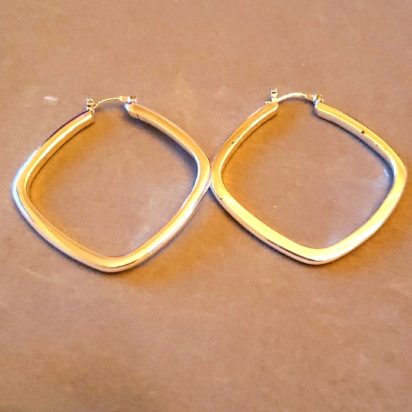 Diamond shape hoop